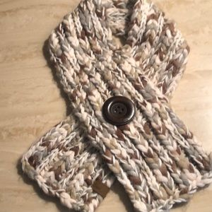 Fossil Very soft neck wrap with button